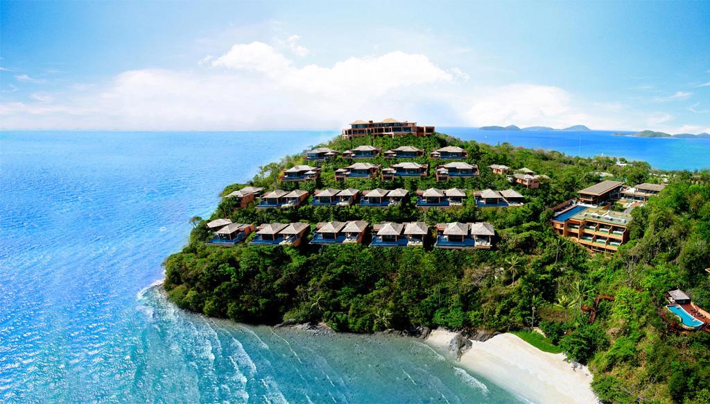 Bên cạnh đảo là dày đặc các khu nghỉ dưỡng tuyệt vời