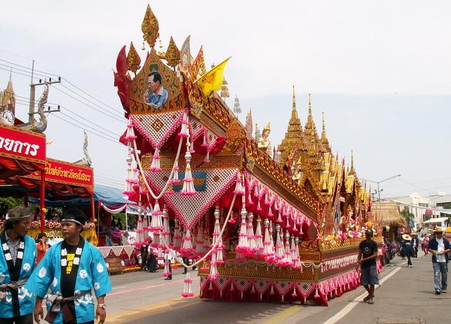 Bun Bangfai - lễ hội tên lửa độc đáo ở Thái Lan