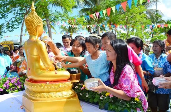 Rộn ràng ngày tết Songkran ở Thái Lan