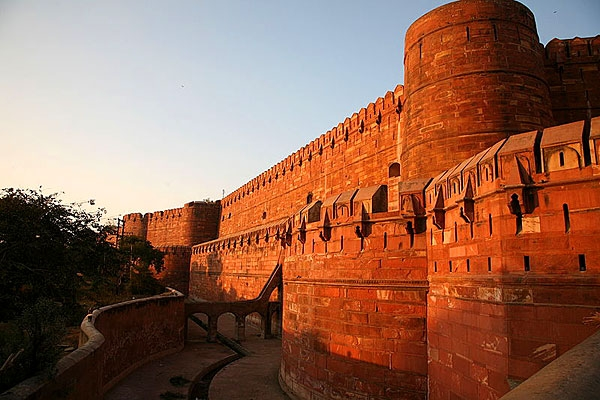 2073745419_red-fort-wall-agra_1343896330