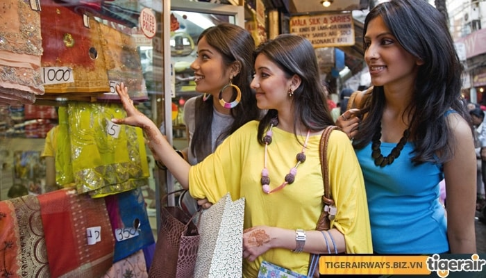 Mua sắm ở phiên chợ nổi tiếng ở Ấn Độ